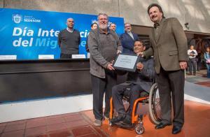 Premio por 30 años de trayectoria. Día  internacional del Migrante