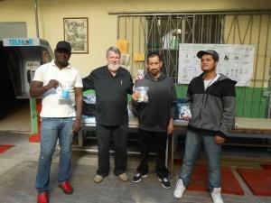 Entrega de donaciones a migrantes